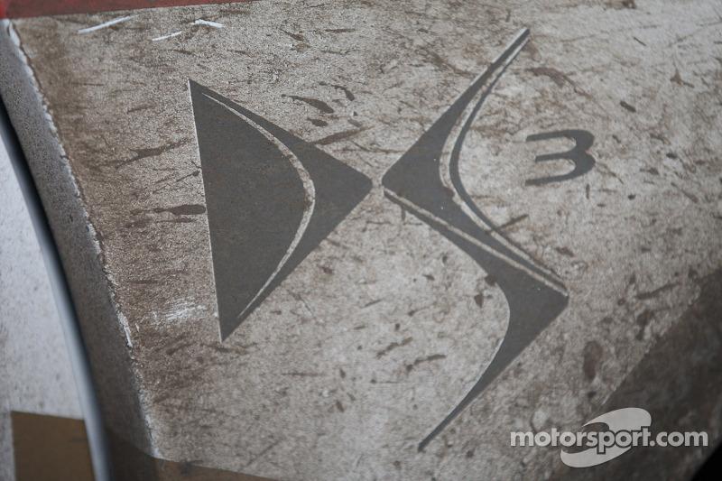 Muddy car details