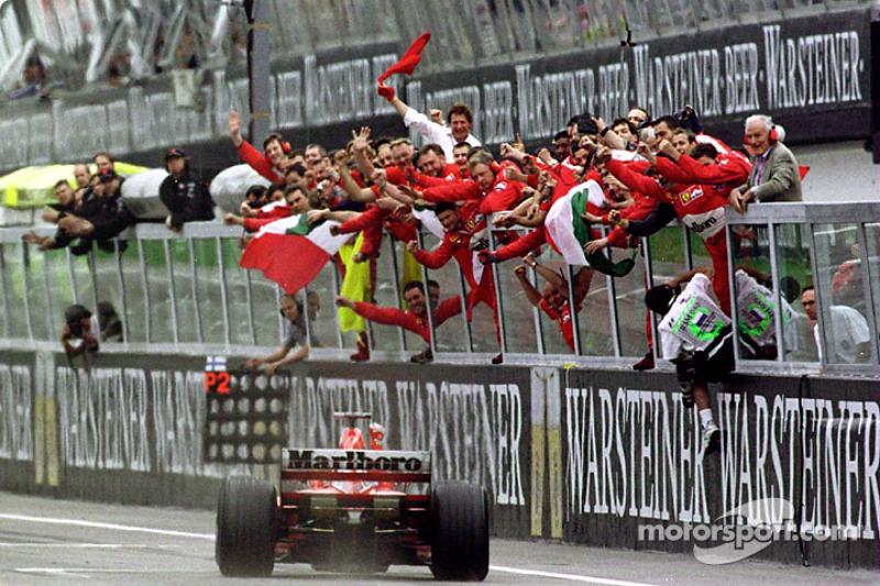 Michael Schumacher remporte le GP de Saint-Marin