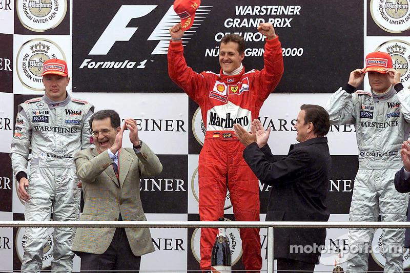 Podio: ganador de la carrera  Michael Schumacher, segundo lugar Mika Hakkinen y el tercer lugar David Coulthard