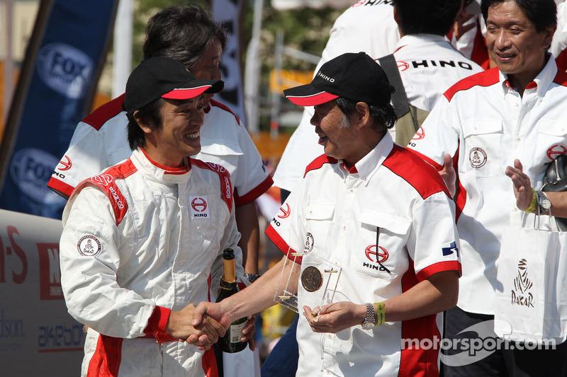 Терухито Сугавара и Хироюки Сугиура.