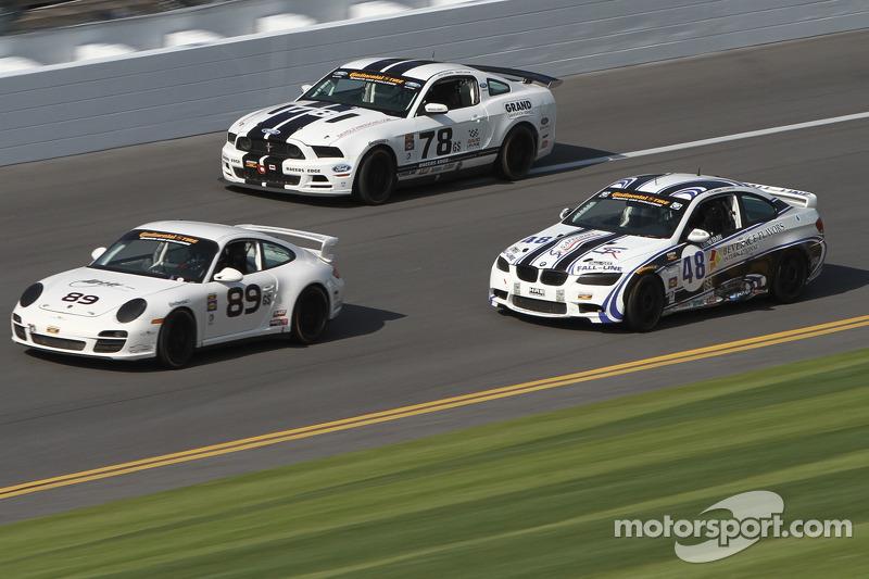 #89 Ranger Sports Racing Porsche 997: Barry Ellis, Frank Rossi, Fraser Wellon en #78 Racers Edge Mot