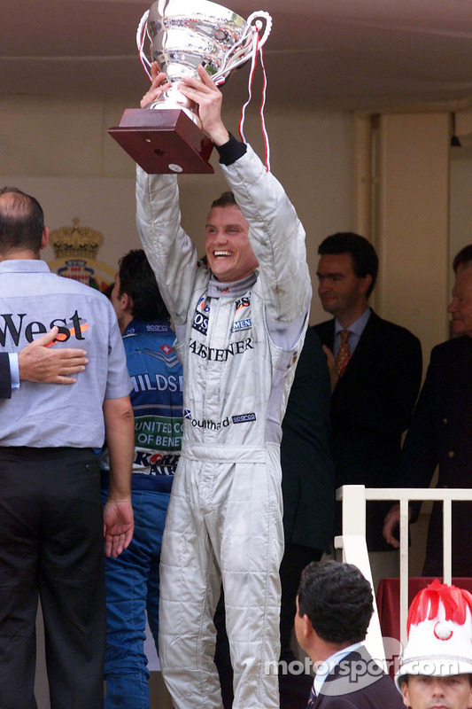 Podio: ganador de la carrera David Coulthard