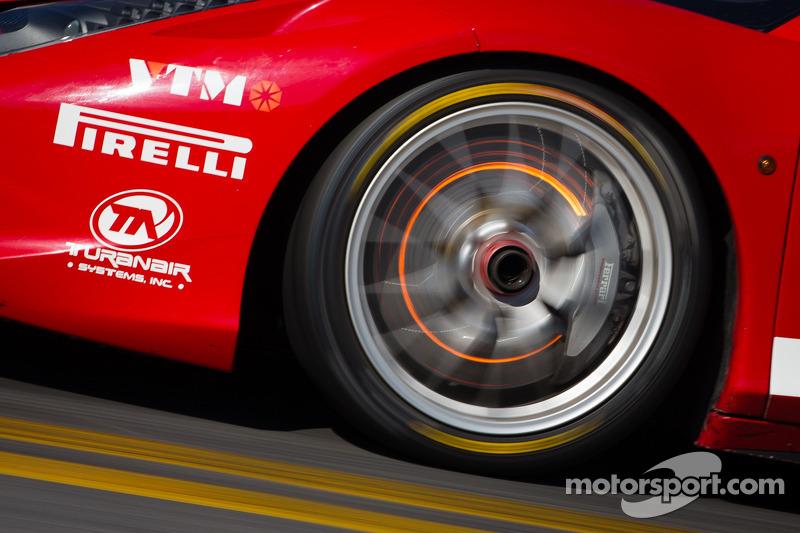 Red disk brake on the #87 Ferrari of San Diego Ferrari 458: Rich Baek