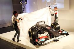 Esteban Gutierrez und Nico Hülkenberg enthüllen den Sauber C32