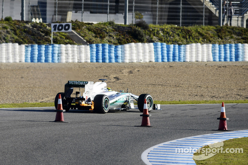 Nico Rosberg, Mercedes AMG F1 W04 stops on the circuit with a small fire