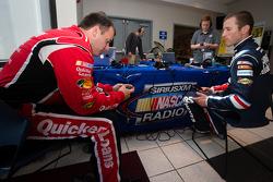 Ryan Newman, Stewart-Haas Racing Chevrolet and Kasey Kahne, Hendrick Motorsports Chevrolet