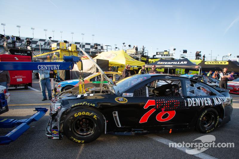 Schade aan de Furniture Row Racing Chevrolet van Kurt Busch
