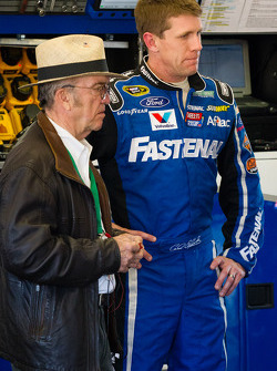 Carl Edwards, Roush Fenway Racing Ford back in the garage after the crash, with Jack Roush