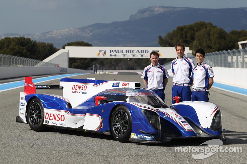 Alexander Wurz, Kazuki Nakajima, Nicolas Lapierre met de Toyota TS030 Hybrid