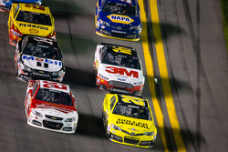 Kevin Harvick, Richard Childress Racing Chevrolet and Matt Kenseth, Joe Gibbs Racing Toyota battle for the lead