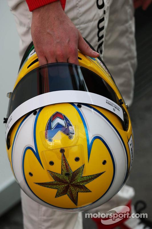 O capacete de Luiz Razia, Marussia F1 Team
