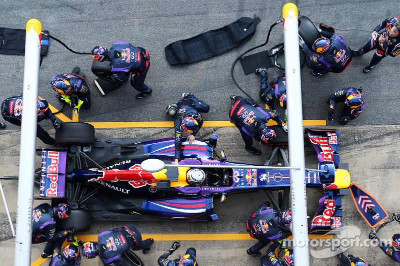 Sebastian Vettel, Red Bull Racing RB9 practices a pit stop