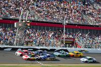 Kevin Harvick, Richard Childress Racing Chevrolet and Greg Biffle, Roush Fenway Racing Ford
