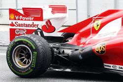 Ferrari F138 achterwielophanging en uitlaat