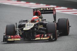 Romain Grosjean, Lotus F1 E21 running sensor equipment on the wheels