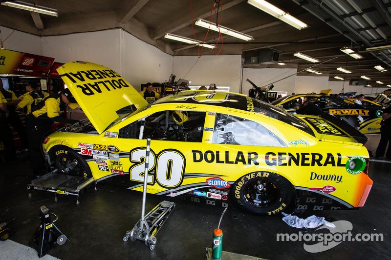 De auto van Matt Kenseth, Joe Gibbs Racing Toyota bij de technische keuring
