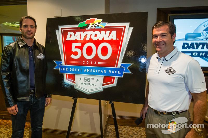 2013 Daytona 500-winnaar Jimmie Johnson, Hendrick Motorsports Chevrolet, met Chad Knaus en Daytona I