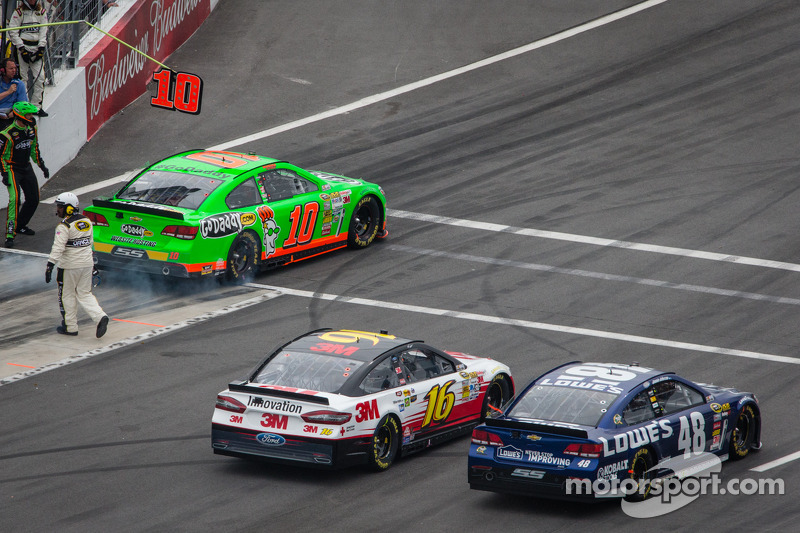 Danica Patrick, Stewart-Haas Racing Chevrolet, Greg Biffle, Roush Fenway Racing Ford en Jimmie Johns