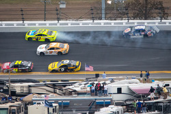 Paul Menard, Richard Childress Racing Chevrolet and Travis Kvapil, BK Racing Toyota crash on the last lap