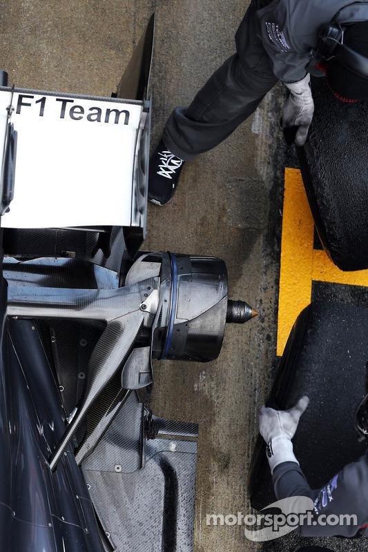 Sauber C32 practice pit stop