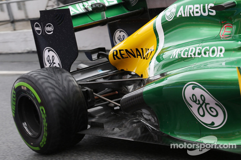 Caterham CT03 uitlaat en wielophanging
