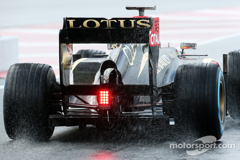 Romain Grosjean, Lotus F1 E21 rear diffuser and rear wing as he leaves the pits
