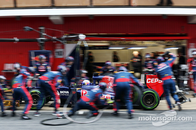 Daniel Ricciardo, Scuderia Toro Rosso STR8 oefent een pitstop