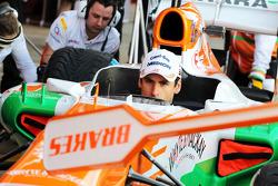 Adrian Sutil, Sahara Force India VJM06, pratica pit stops com a equipe