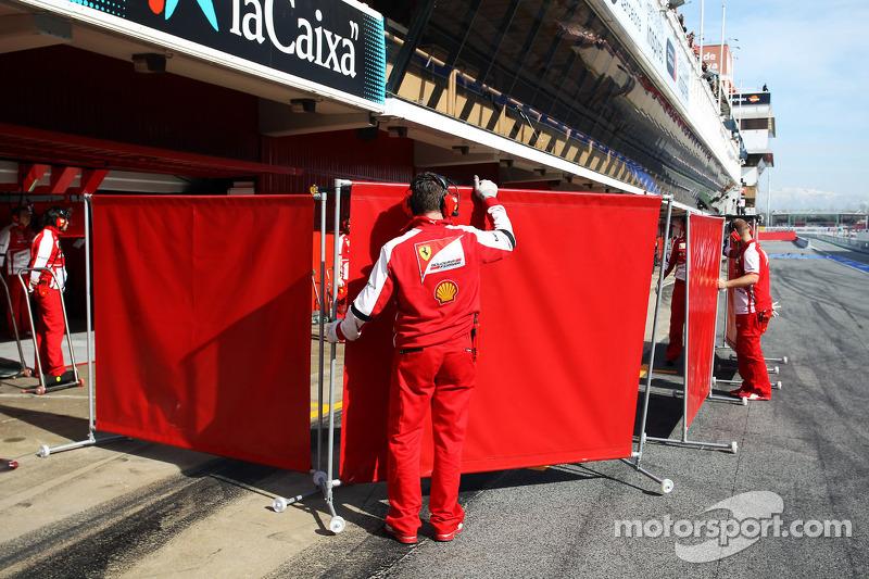 Ferrari put up red screens in the pits