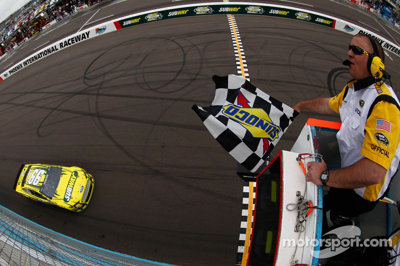 Carl Edwards, Roush Fenway Racing Ford pakt de overwinning