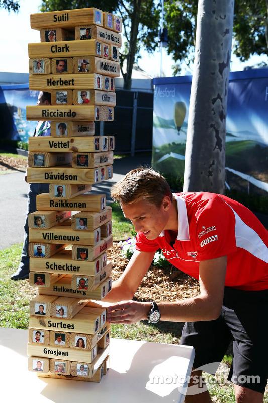 Max Chilton, Marussia F1 Team joga F1 driver Jenga com Sky Sports  F1