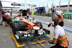 Adrian Sutil, Sahara Force India VJM06, nos pits