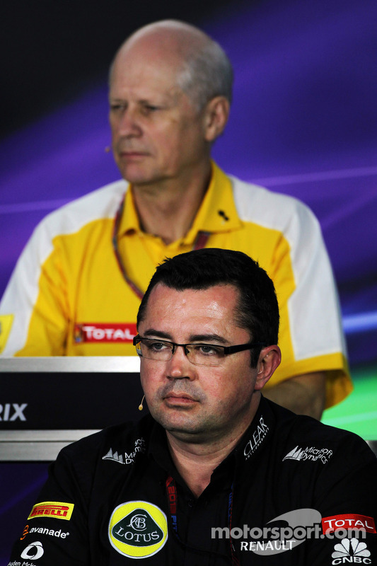 Eric Boullier, chefe da equipe Lotus F1 e Jean-Michel Jalinier, Presidente da Renault, na Conferênci