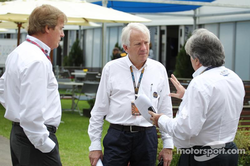 Charlie Whiting, FIA Delegate, en Danny Sullivan, FIA Steward