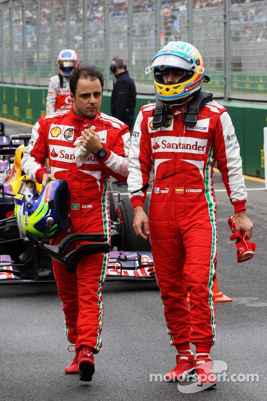 (Da esquerda para direita): Felipe Massa, Ferrari, e o companheiro Fernando Alonso, Ferrari, no parq