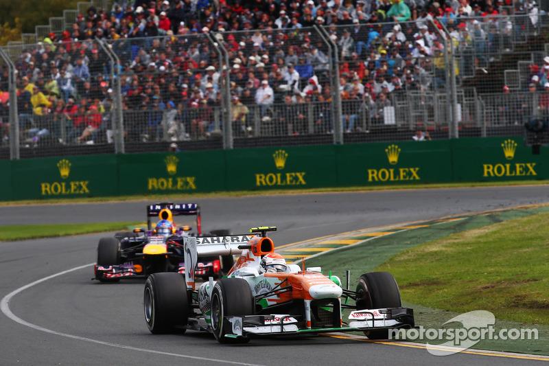 Adrian Sutil, Sahara Force India VJM06 voor Sebastian Vettel, Red Bull Racing RB9