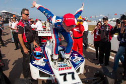 Race winner Jack Hawksworth, Schmidt Peterson Motorsports celebrates