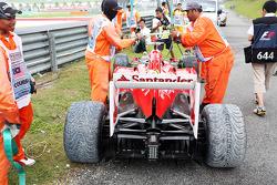 The Ferrari F138 of Fernando Alonso, Ferrari is recovered