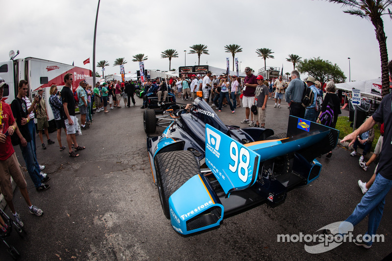 De auto van Alex Tagliani, Bryan Herta Autosport met Curb-Agajanian Honda