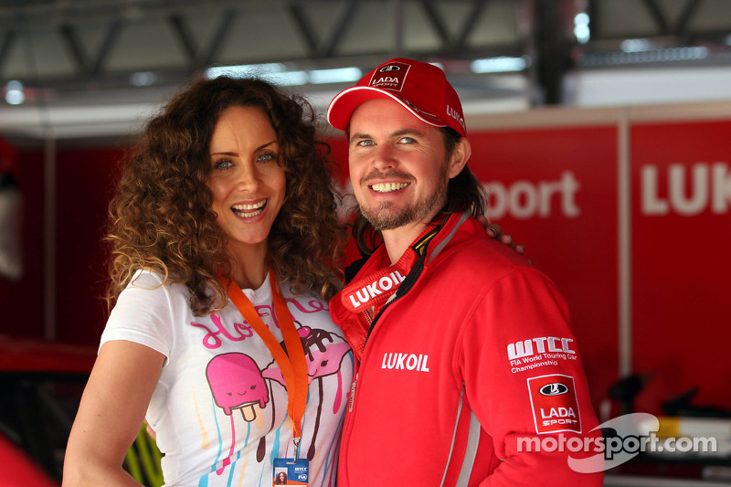 James Thompson, Lada Granta, LADA Sport Lukoil with his wife Zoe