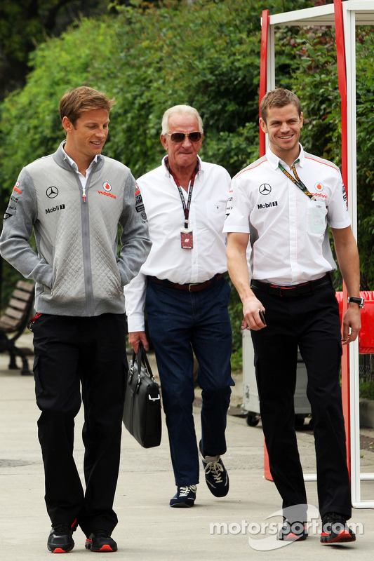 Jenson Button, McLaren com o pai John Button, e o Mike Collier, Personal Trainer