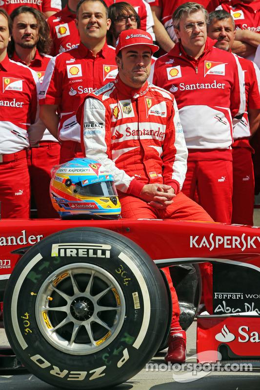 Fernando Alonso, Ferrari com a equipe de fotógrafos