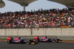 Jean-Eric Vergne, Scuderia Toro Rosso STR8 and team mate Daniel Ricciardo, Scuderia Toro Rosso STR8 battle for position