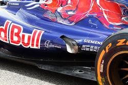 Daniel Ricciardo, Scuderia Toro Rosso STR8 exhaust detail