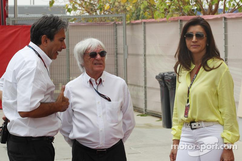 (L naar R): Pasquale Lattuneddu, van FOM met Bernie Ecclestone, CEO Formula One Group, en zijn verloofde Fabiana Flosi