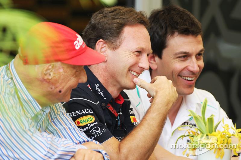 (L naar R): Niki Lauda, Mercedes Non-Executive Chairman met Christian Horner, Teambaas Red Bull Racing en Toto Wolff, Aandeelhouder en directeur Mercedes AMG F1