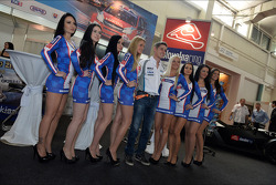 Press conference in Bratislava, James Nash Chevrolet Cruze 1.6 T, Bamboo Engineering and girls