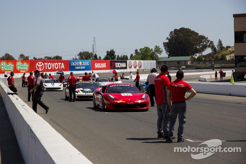 Auto's maken zich klaar Race #2