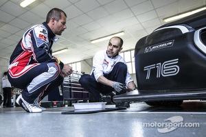 Sébastien Loeb tests the Peugeot 208 T16