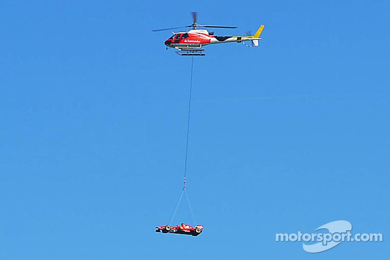Banco Santander vliegt de Ferrari F138 naar Barcelona for de Spaanse GP